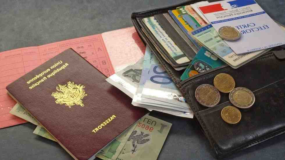 Est-il possible de voyager avec une carte d'identité expirée?